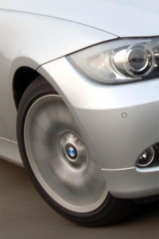 同时车子的前轮还会有一个转向角度,而且背景的效果和直线行高清图片